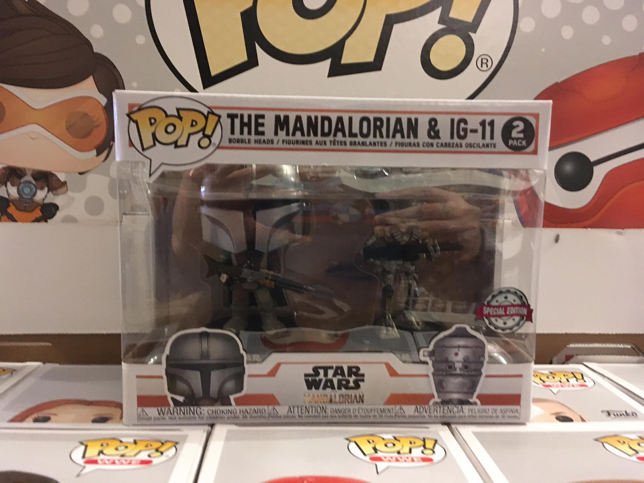 Star Wars The Mandalorian and IG-11 10/10